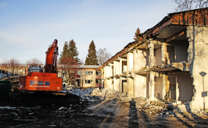 Asbest och PCB lockar inspektörer till Umeå-rivning